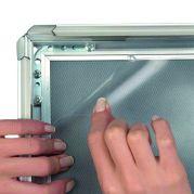 Coala posterframe met aluminium kliklijsten - detailfoto montage